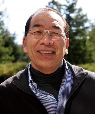 Stamcelleforskeren Hiromitsu Nakauchi utendørs