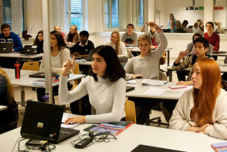 Elever ved ved Elvebakken videregående skole diskuterer gjerne bioteknologi i naturfagtimen. Foto: Truls Petersen