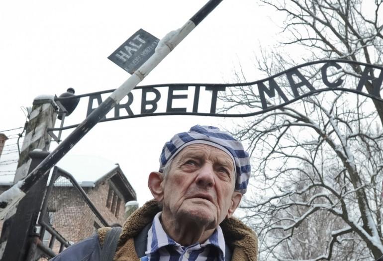 Holocaust-overlever foran Auschwitz