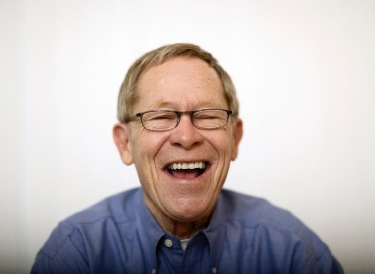 Bilde av smilende mann.