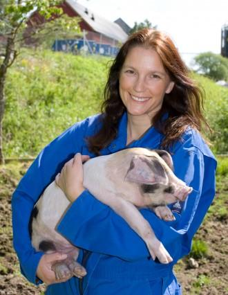 Eli Grindflek holder en gris