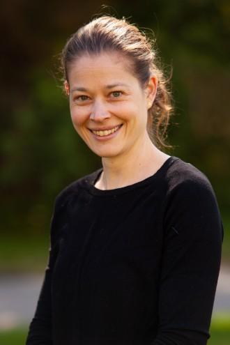 Portrett av Linn Grimsdatter Bjørnstad, registeransvarlig ved Nasjonal kompetansetjeneste for sjeldne diagnoser